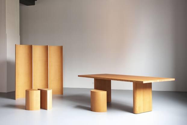mesa y taburete Michael Anastassiades para Dansk Mobelkunst