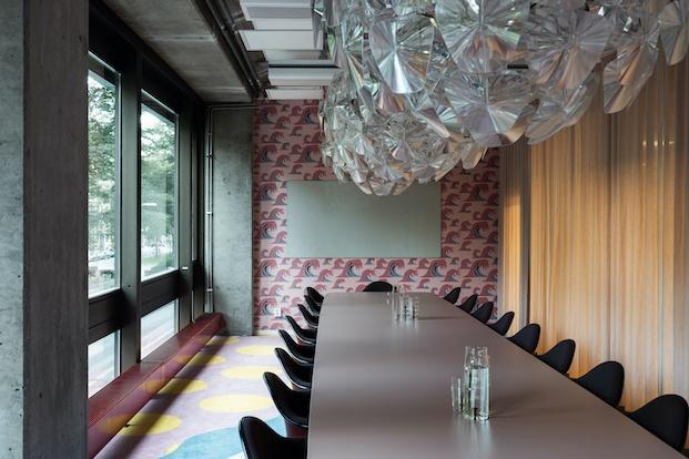 Mesa de reuniones.