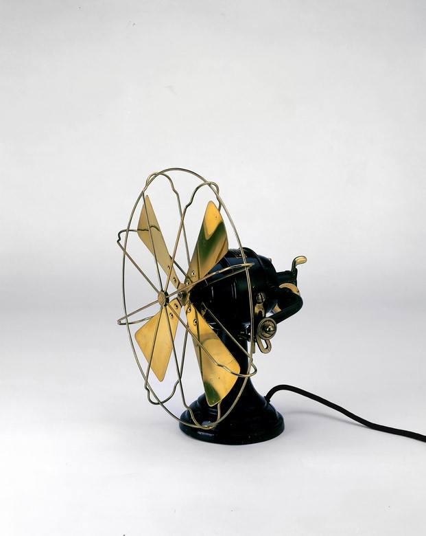 ventilador diseñado por Peter Behrens