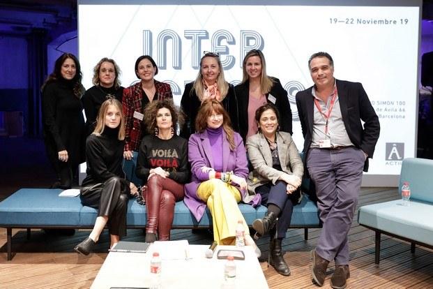 women in office design en intersections