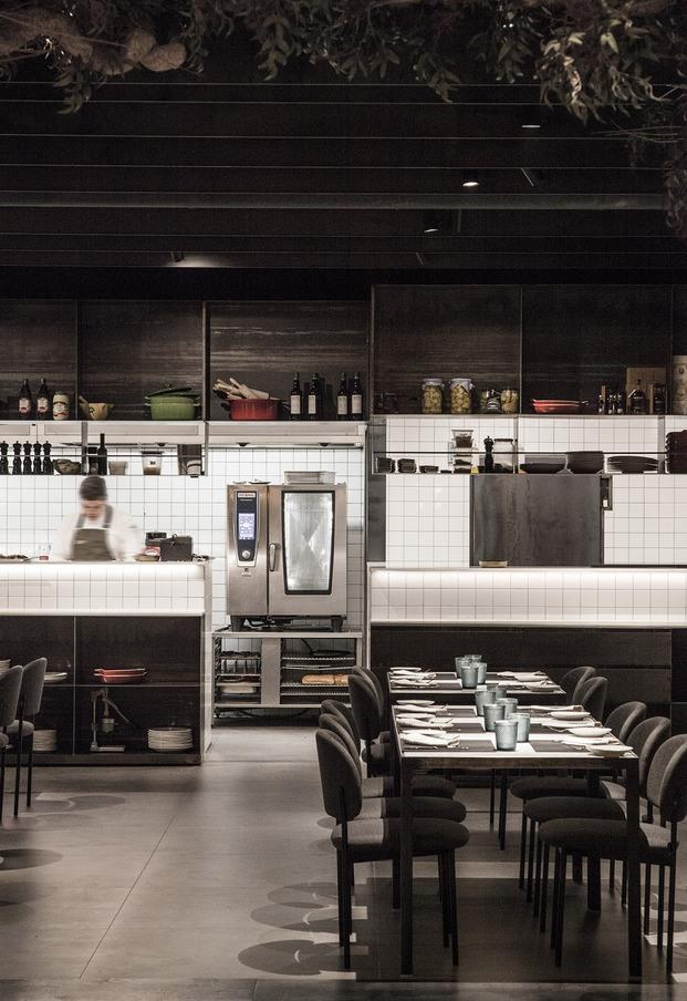 restaurante Habitual Valencia. Proyecto de Made Studio. Cocina mármol blanco
