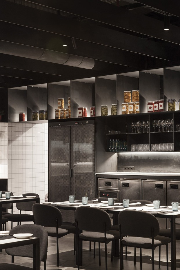 restaurante Habitual Valencia. Proyecto de Made Studio. Interiorismo negro