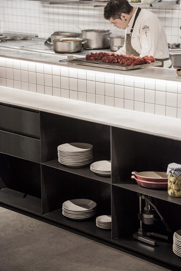 restaurante Habitual Valencia. Proyecto de Made Studio. Chef cocina abierta