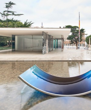 Escultura de vidrio azul