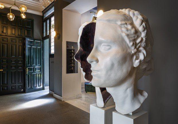 busto de leocadia mujer de goya en el zaguán del hotel one shot