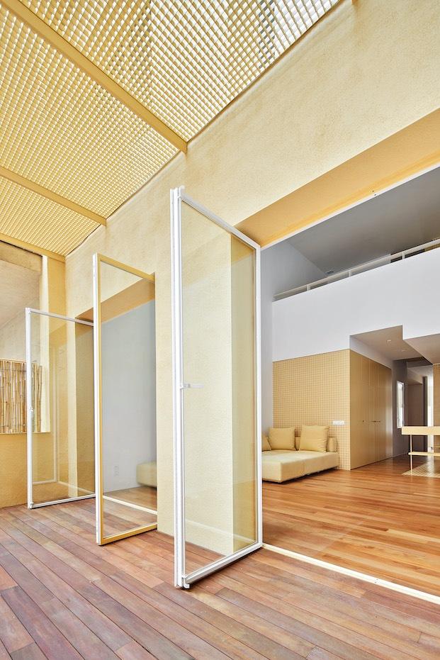 piso amarillo de arquitectura g en sant gervasi barcelona