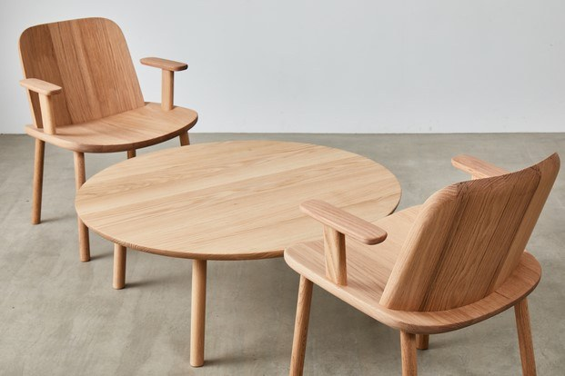 fugu sillas y mesa diseño en madera legacy