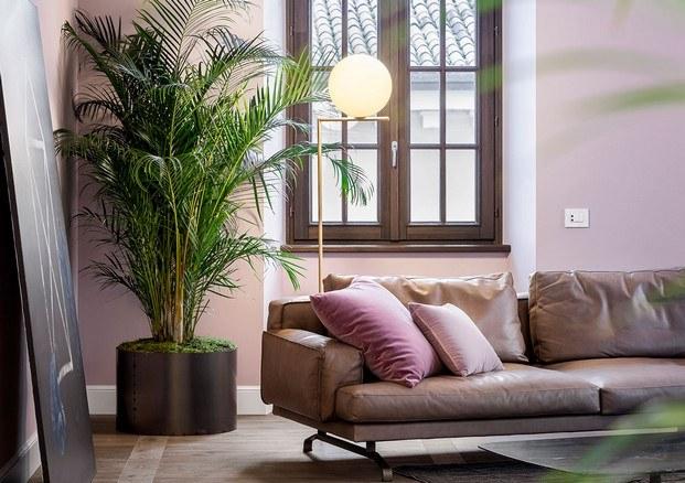 lámpara de michael anastassiades en interior apartamento