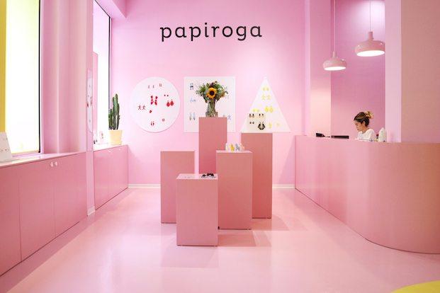 happiest on earth zona color rosa en papiroga