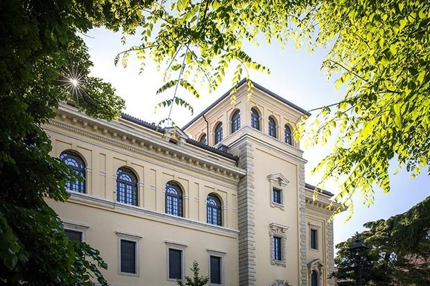 exterior del palazzo poste verona