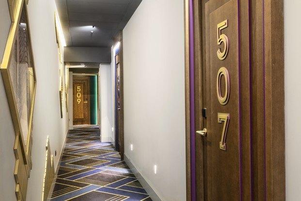 pasillo hotel alfaro manrique en madrid