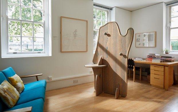 Valet de Max Lamb para Maria Balshaw diseño en madera Legacy
