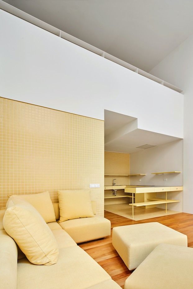 piso amarillo diseñado por Arquitectura G