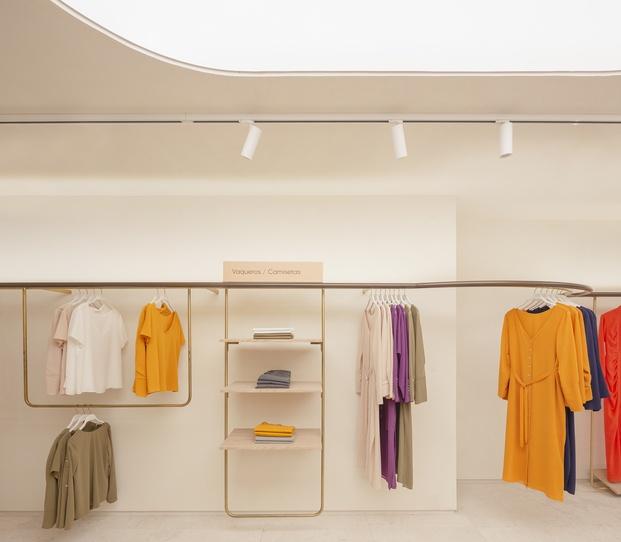 Bimani tienda Valencia. Interiorismo de Culdesac. Expositor ropa