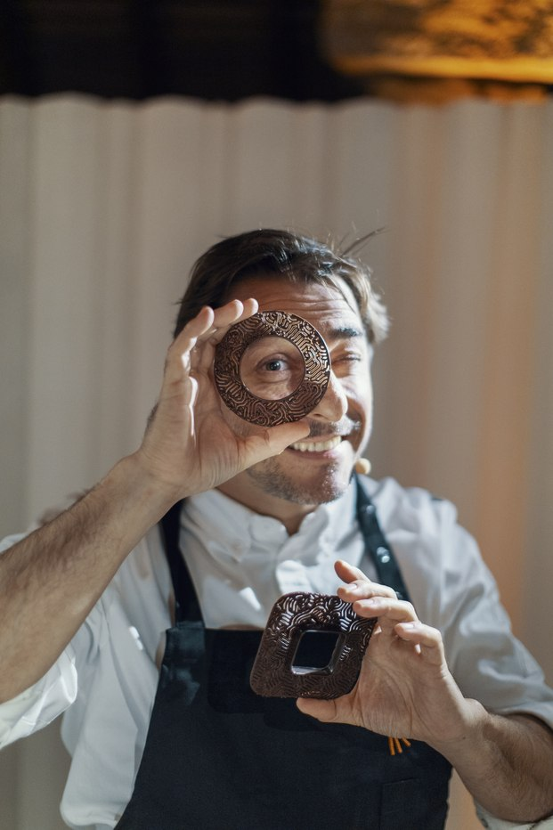 Chef pastelero Jordi Roca. Chocolate 3D