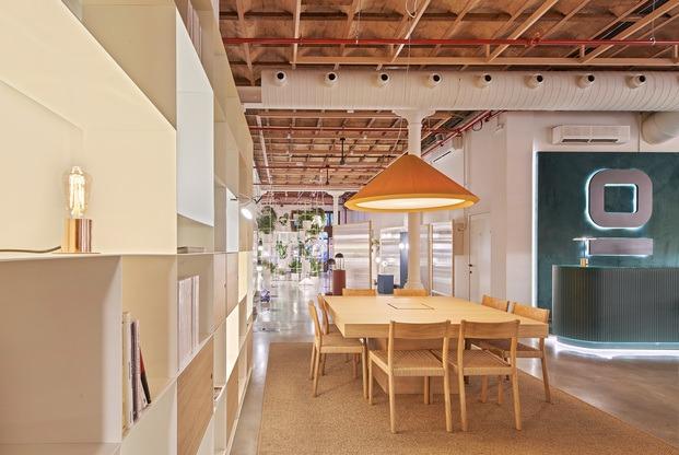 Showroom Faro Barcelona en El Born. Mesa de trabajo