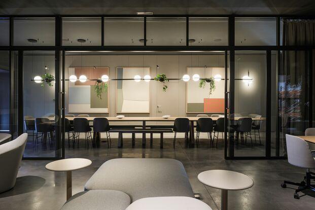 Vibia nuevas oficinas en Barcelona. Mesa Note Desiign Studio