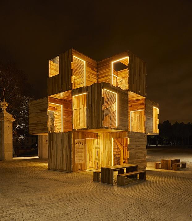 iluminación nocturna instalación de madera en madrid design festival