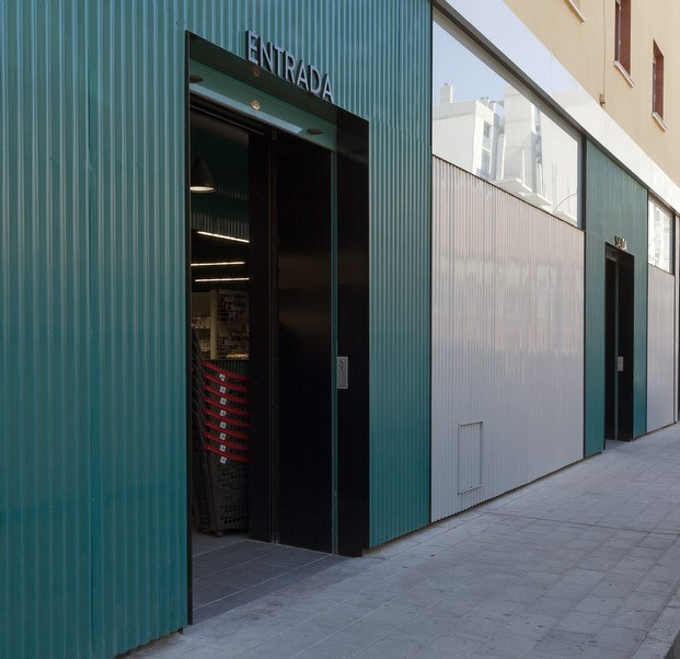 entrada ferretería azul en alicante manuel garcía asociados