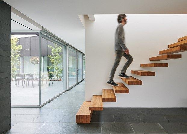 escaleras de madera casa alventosa morell en lleida