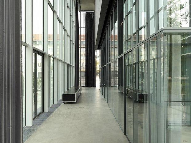 pasillo vidrio museo bauhaus dessau addenda architects