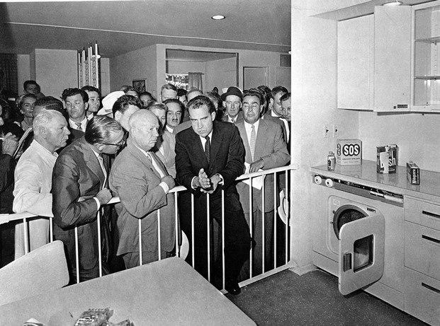 Exposición Mundial 1959 Richard Nixon con Nikita Jrushchov home stories vitra design museum