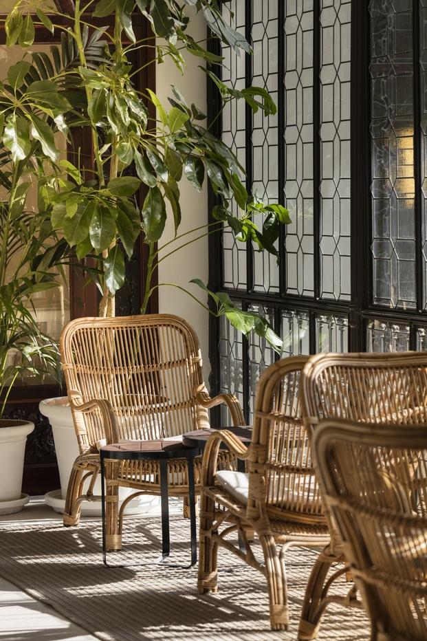 Hotel H10 Palacio Colomera de Córdoba. Sillas de mimbre