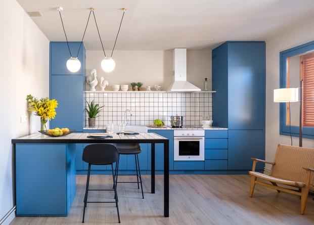 Cocina azul. Piso pequeño de 45m2