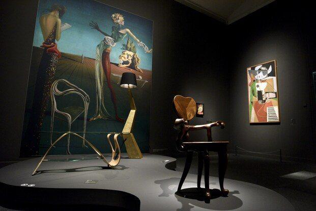 Surrealismo y Diseño. Exposición CaixaForum Barcelona. Gaudí silla Calvet. Dalí