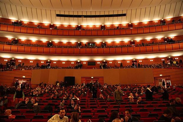 teatro degli arcimboldi milán vittorio gregotti arquitecto italiano