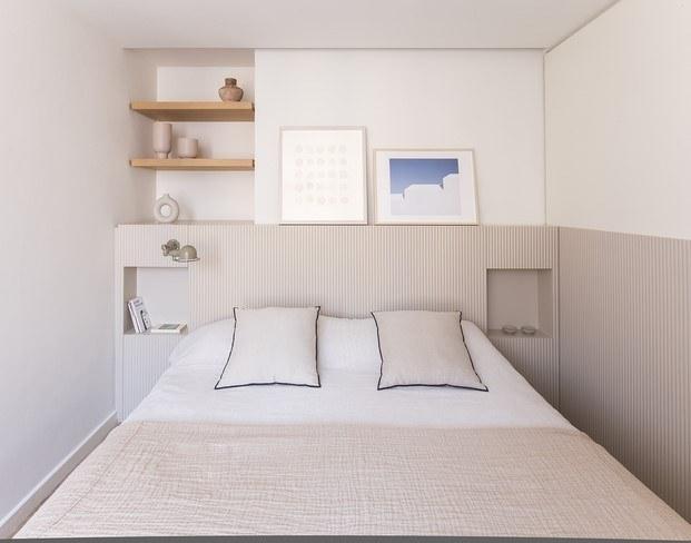 dormitorio con arte bruno ollé piso en barcelona
