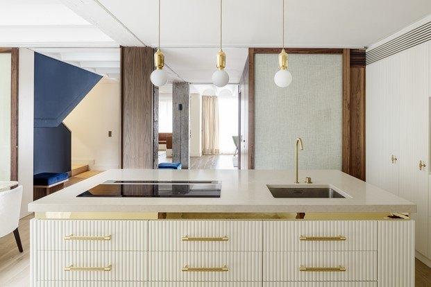 cocina abierta comedor piso en barcelona abel pérez gabucio