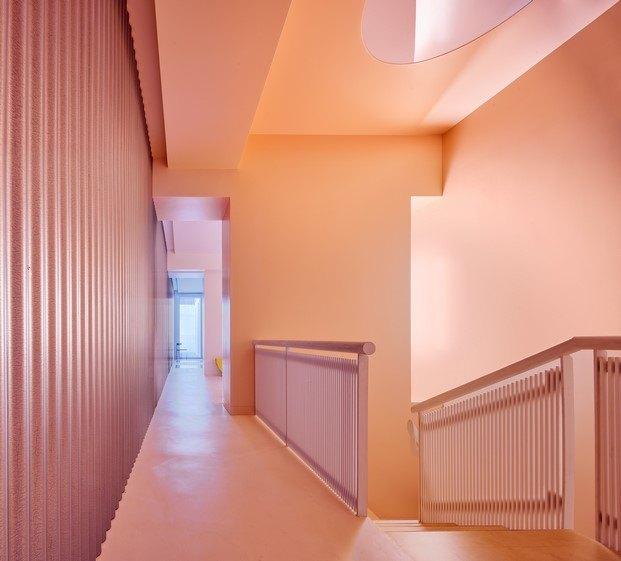 escalera con claraboya iluminación en vivienda en Madrid