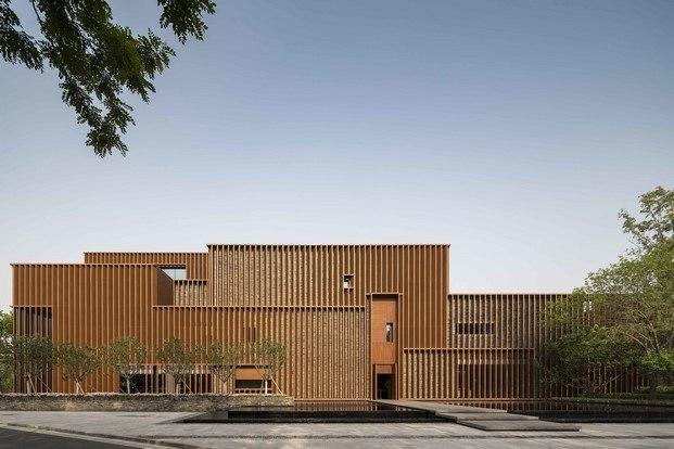 exterior centro cultural en ladrillo arquitectura y naturaleza por neri&hu
