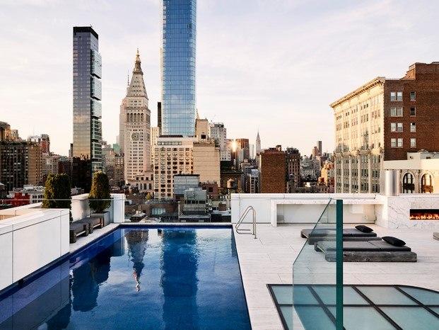terraza con piscina loft en nueva york