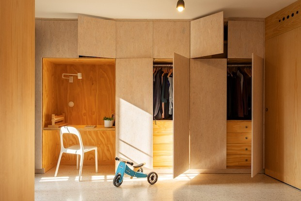 homeoffice apartamento diseñado por gyra architects en sevilla
