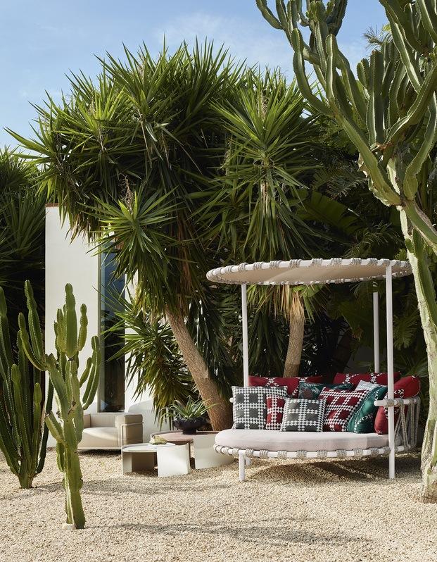 Cassina mobiliario exterior. Patricia Urquiola.