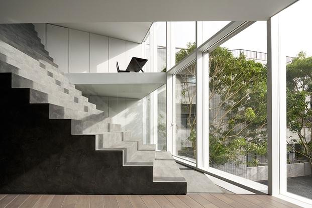 Casa minimalista Japón. Nendo. Escalera