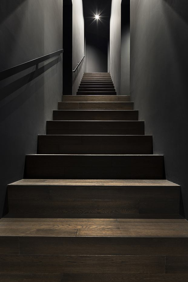 Casa minimalista Japón. Nendo. Interior escalera