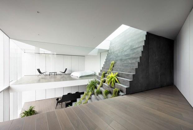 Casa minimalista Japón. Nendo. Escaleras