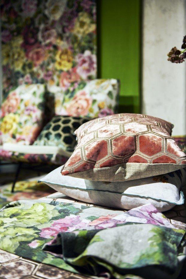 estampado de flores tapizado terciopelo decoración e interiorismo