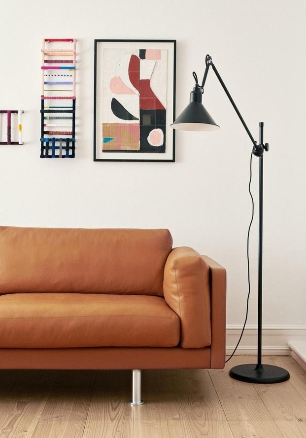 sofá lámpara erik jorgensen y diseño femenino