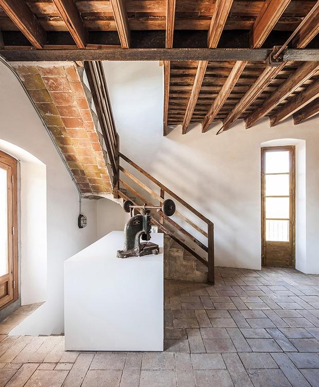 Otro de los techos originales de la fábrica de cohocolta con vigas de madera