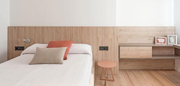 La madera protagoniza el dormitorio infantil