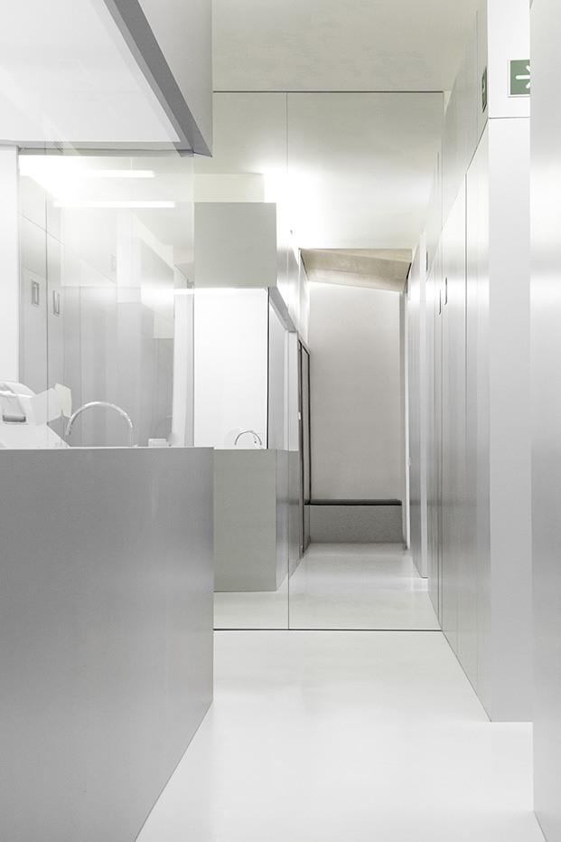 Clínica Dental Carbonell. Paiporta, Valencia. Interiorismo de Made Studio. Laboratorio de acero