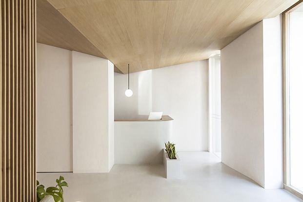 Clínica Dental Carbonell. Paiporta, Valencia. Interiorismo de Made Studio. Recepción