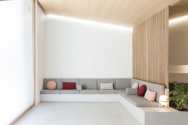 clinica dental carbonell en paiporta, diseñada por Made Studio