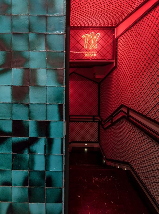 Restaurante Txalupa Gastroleku, de El Equipo Creativo. Escaleras rojas
