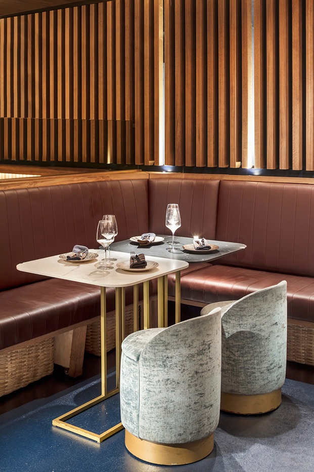 Restaurante Txalupa Gastroleku, de El Equipo Creativo. Club subterráneo. Paredes de madera