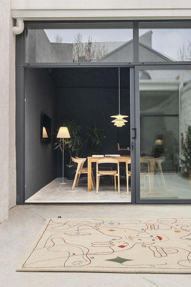 Alfombra exterior de diseño contemporáneo. Color beige. Nanimarquina. Jaaime Hayon 2020
